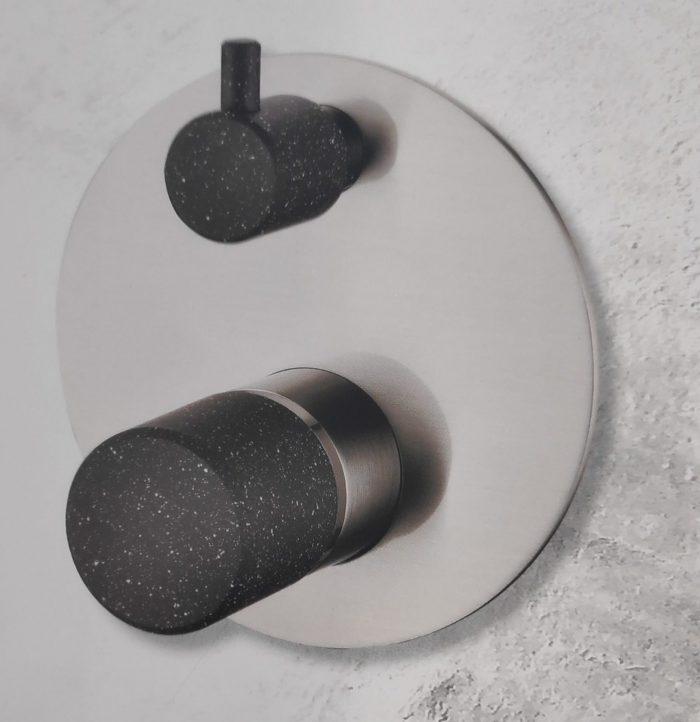 אינטרפוץ 4 דרך ניקל מט ידית שחורה/לבנה SP